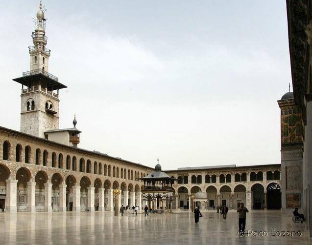 El patio de la Gran Mezquita de los Omeyas en Damasco, Siria