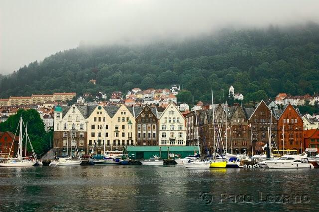 Bergen bajo la niebla