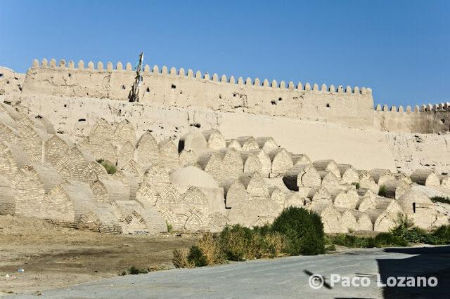 Tumbas en las murallas de Jiva (Khiva)